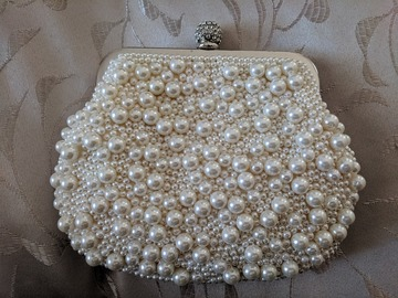 For Rent: Pearl Clutch