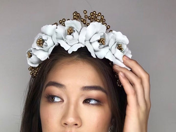 For Sale: Rosa Crown in White and Gold