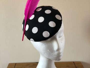 For Sale: Black and white polkadot pillbox hat with pink feather